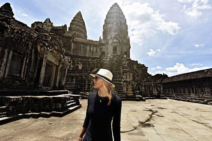 women-traveller