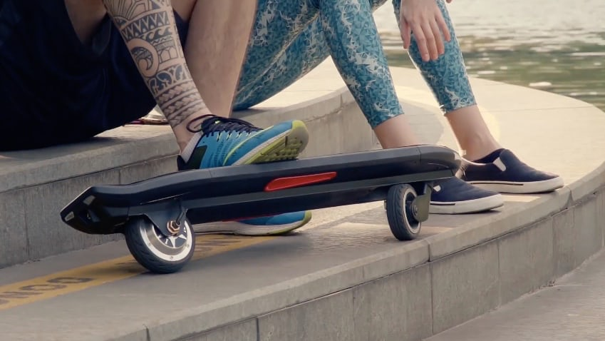 Chinese Company Unveils A New Electric Skateboard With Only Two Wheels