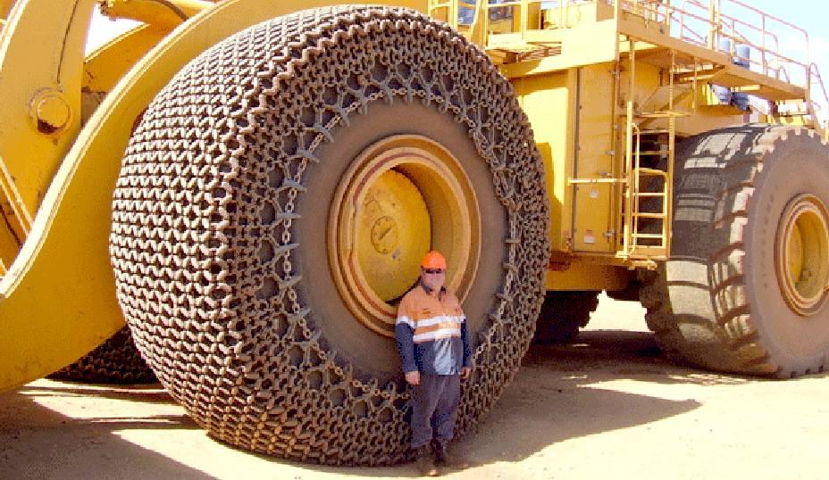 Tyres-Wheels-Largest-Bulldozer-Komatsu-World-Records