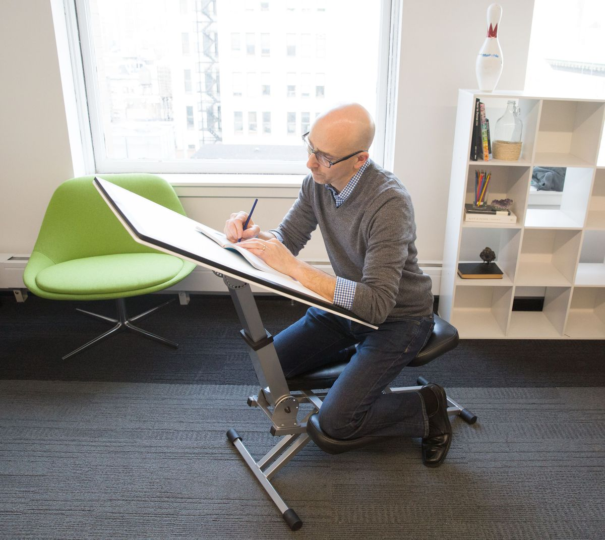 The Kneeling Desk Is The New Way To Work Without Getting Tired