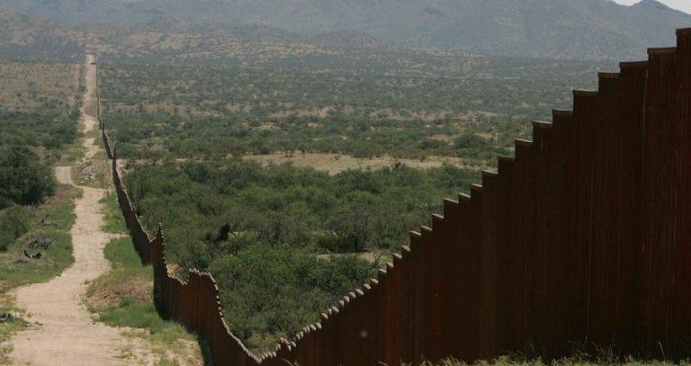 Donald-Trump-Mexico-Border-Wall-Full-Width-Tall-1020x541