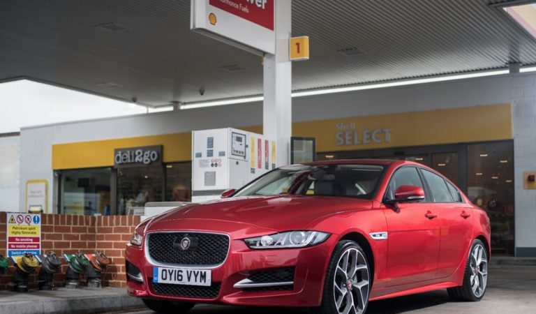 Jaguar And Shell Join Hands To Launch An In-Car Fuel Payment App