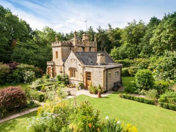 uk-smallest-castle-for-sale-mollys-lodge-7