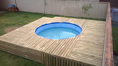 10 diy backyard swimming pool ideas that you can make yourself a swimming pool is one thing you may have never imagined but 101 pallets just found a way of doing it too learn how to do it here with a round middle solutioingenieria Gallery