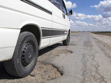 Pothole-Roads-889x592