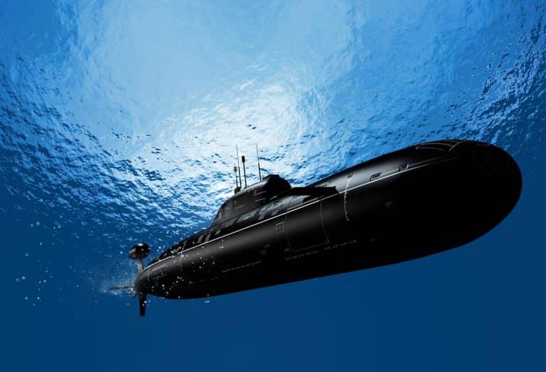 Submarine silent running (1)