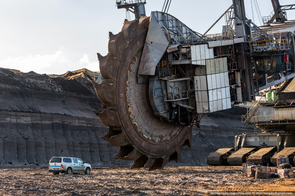 Here Are Some Cool Facts About Bagger 288 The World S Largest Land Vehicle