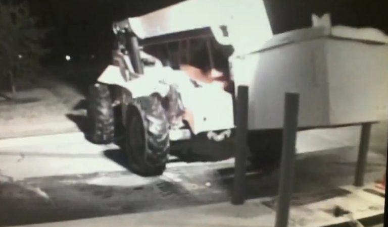 Watch Thieves Steal An Entire ATM Using A Fork Lift In Texas