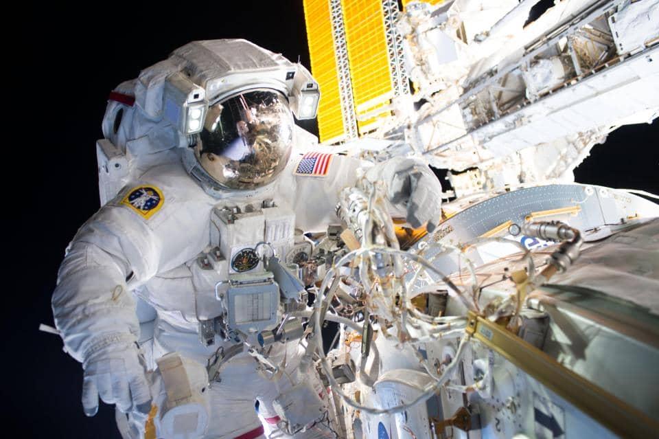astronaut life in spaceship - photo #35