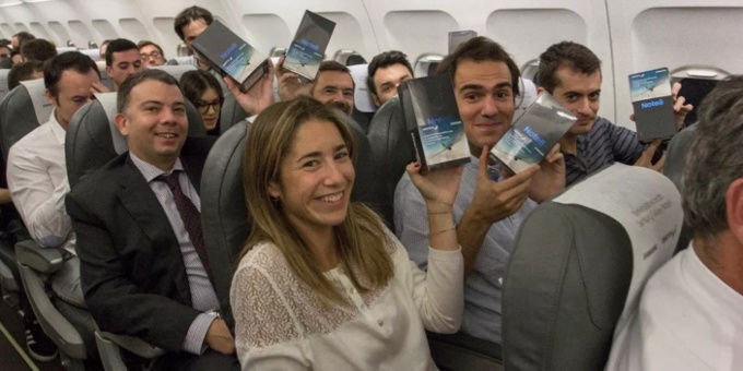 Samsung Just Gave Away 200 Units Of Galaxy Note 8 To Passengers Of This Flight