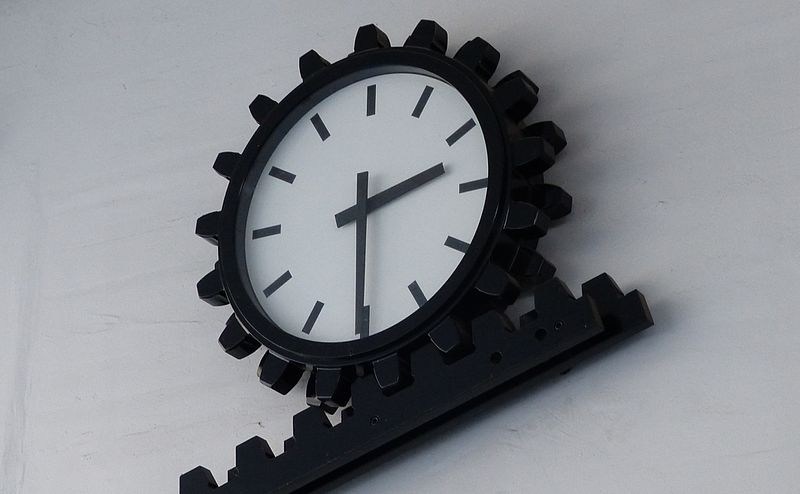 Analog Clocks In Uk Schools Are Being Replaced By Digital Ones For One Crazy Reason