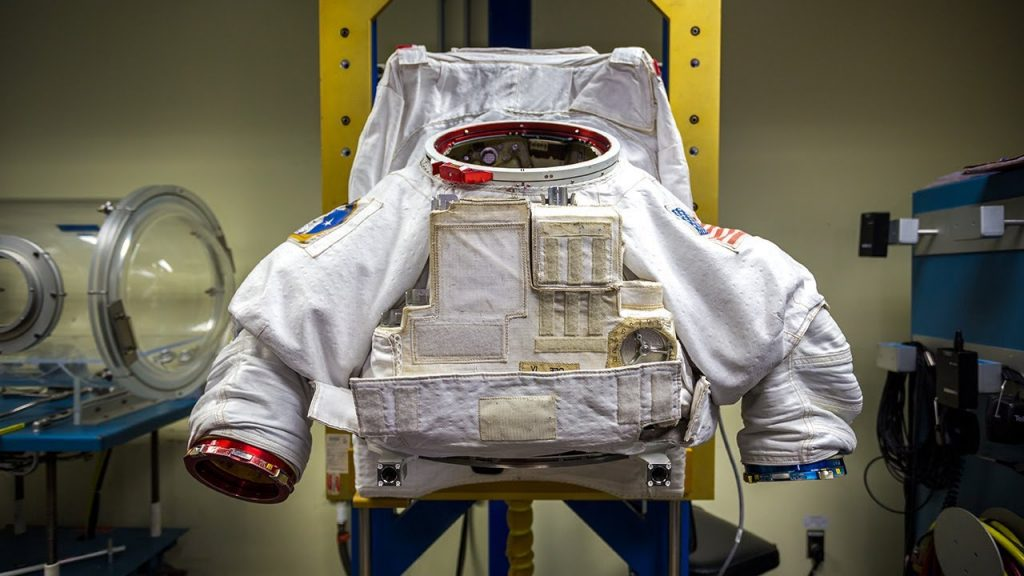 astronauts space suit