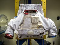 astronauts space suit