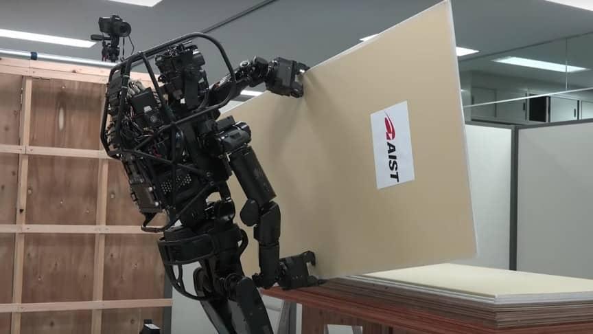 humanoid robot fixed drywall