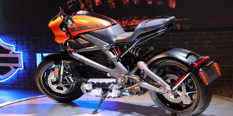 Harley-Davidson Goes Electric With LiveWire At CES 2019!