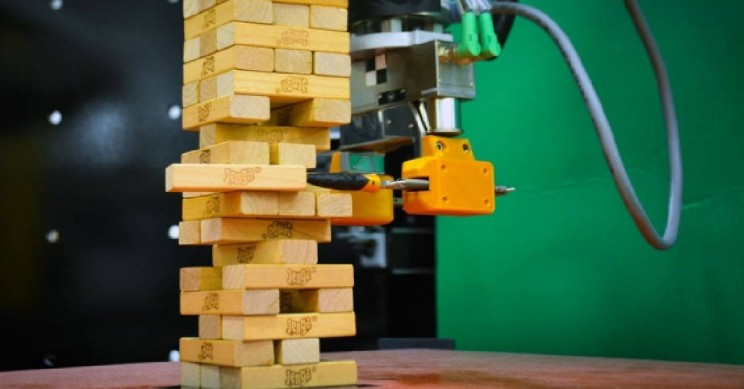 MIT Robot Teaches Itself How To Play Jenga!