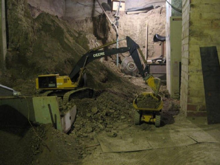 Using RC Miniature Construction Machinery For Real Excavation!