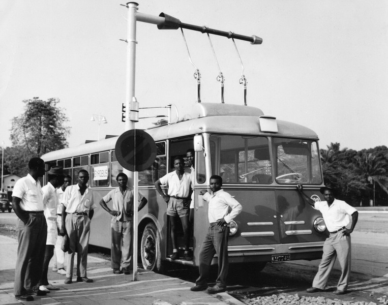 The 1940s Swiss Solution To Public Transportation - Gyrobus!