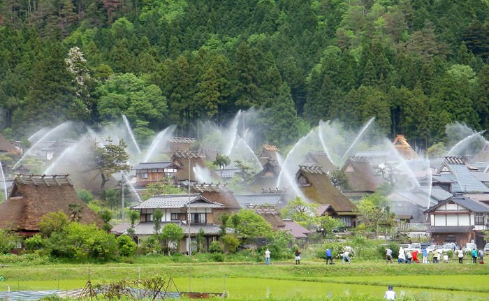 Kayabuki no Sato Water Hose Festival In Japan Is Wonderful!