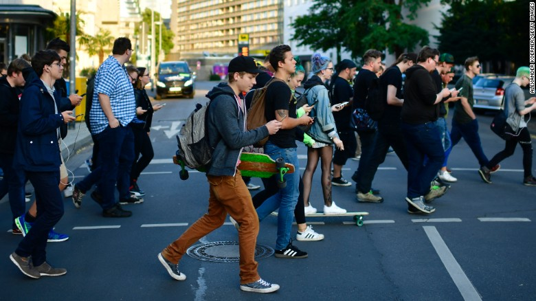 Pedestrians Will Face Fine On Using Smartphone When Crossing Roads
