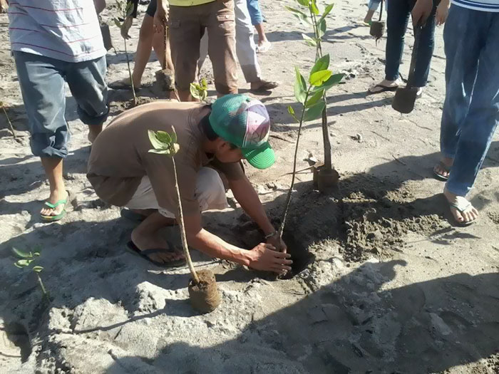 Students In Philippines Must Plant 10 Trees, Sen. Gary Alejano