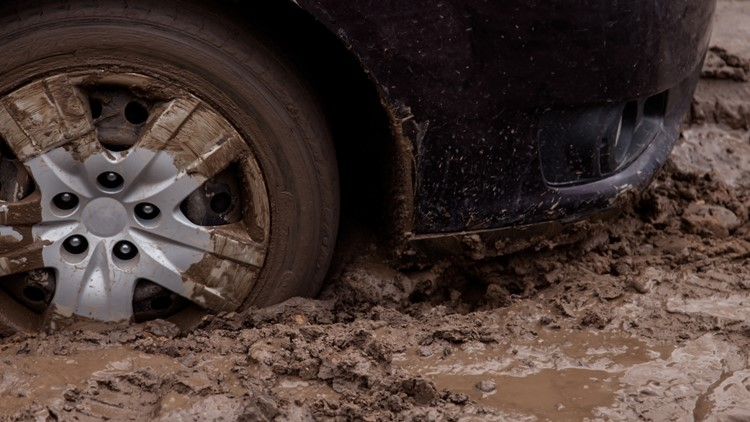 Google Maps Took 100 Drivers Out To A Muddy Road & They Got Stuck