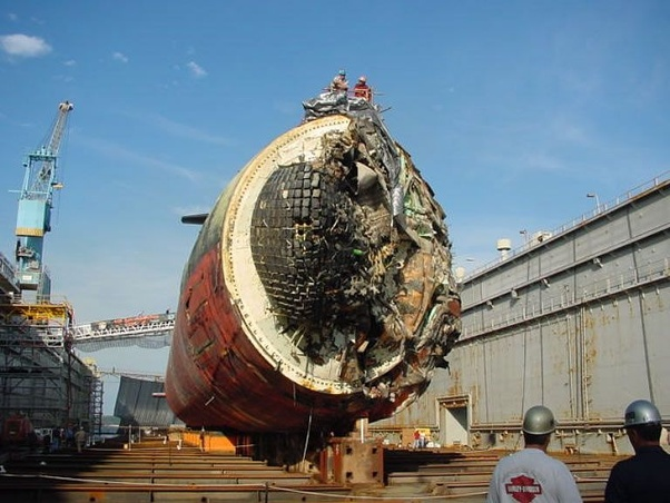 A Collision Between A Submarine And A Whale – Who Would Survive?