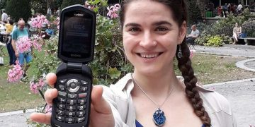 Scroll Free For a Year – This Girl Has Gone 8 Months Without A Smartphone
