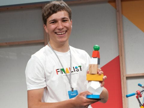 Teenage Won Google Science Award For Removing Microplastics