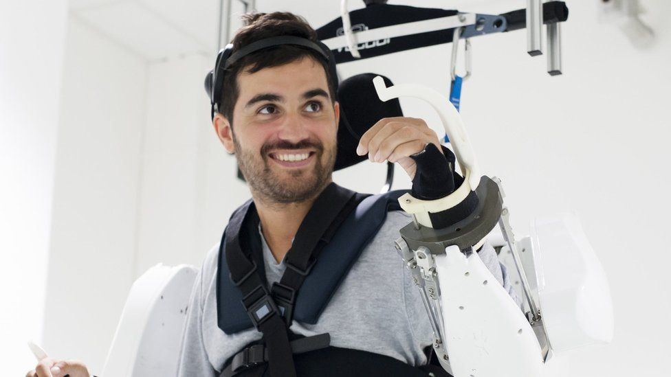 A Quadriplegic Walks Again Thanks To A Brain-Controlled Exoskeleton Suit