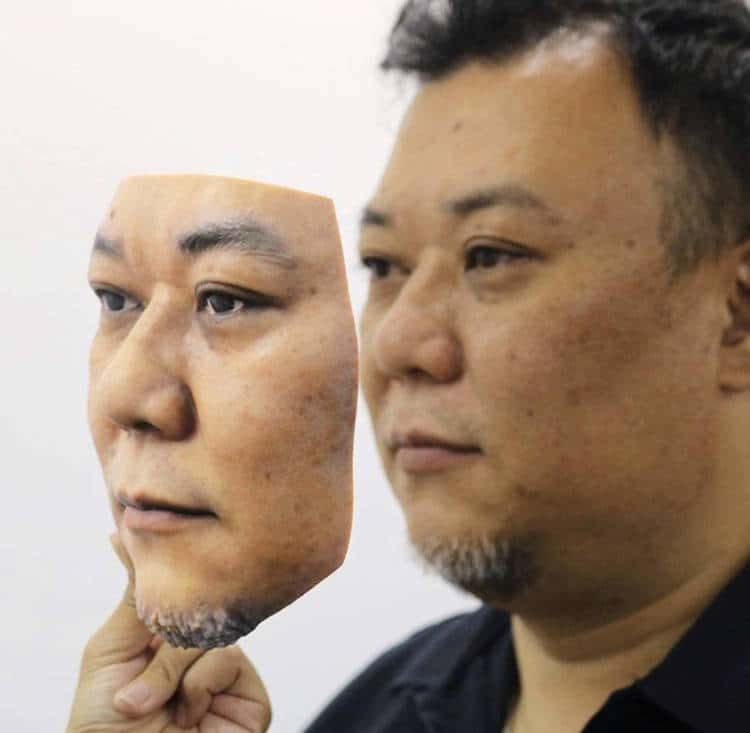 Lalarstein Creates A Hyper-realistic 3D Printed Face Mask