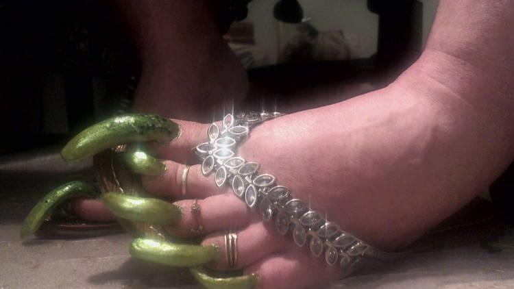 Arinda Storm Weaver Is Making A Living Selling Videos Of Her Toenails