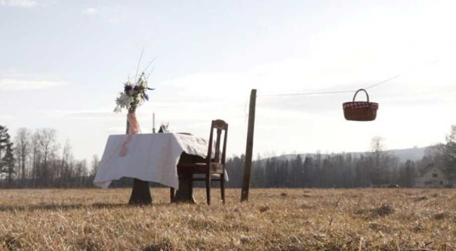 Bord för en Will Entertain A Single Guest At A Time