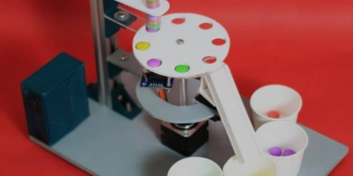 The machine which sort candies based on their colors