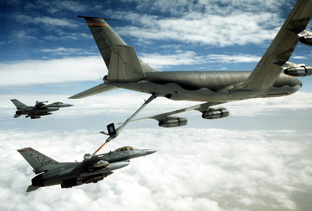 A 401st Tactical Fighter Wing F-16C Fighting Falcon aircraft refuels from a KC-135 Stratotanker aircraft as another F-16 stands by during Operation Desert Storm