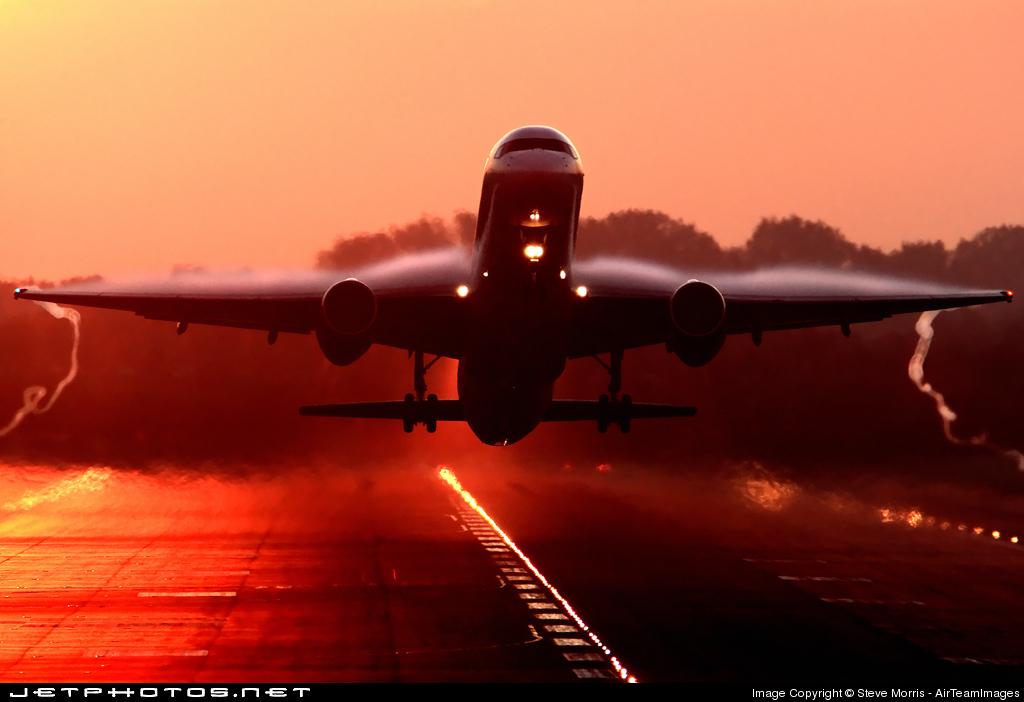 Boeing 757-23A (R/W 26L)