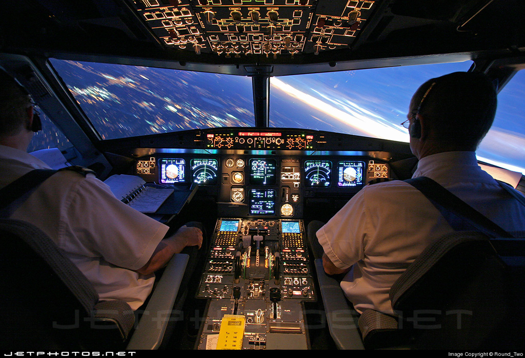 Cockpit of Airbus A320-211